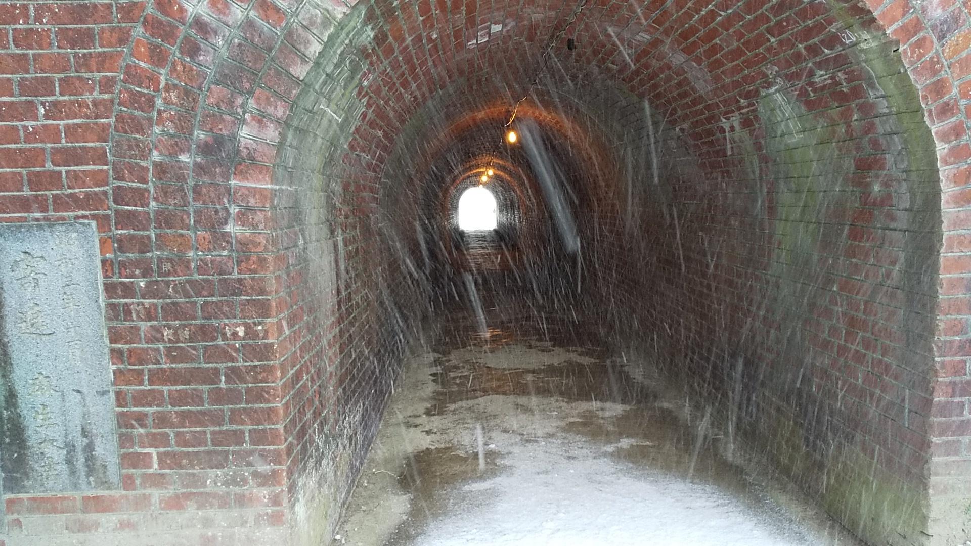天満宮境内へのトンネル
