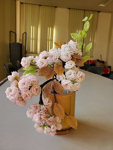 喫茶店のわんこに入れていた奈良八重桜を竹に