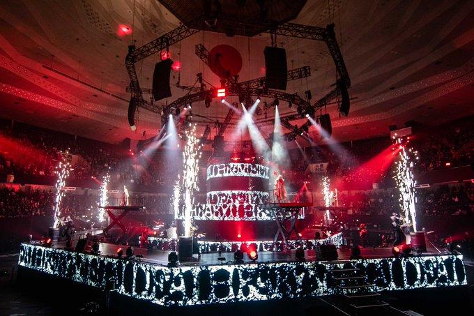 BABYMETALの新曲披露は『ライブで初披露した後に公式YoutubeチャンネルでMV公開』と『公式YoutubeチャンネルでMV公開した後にライブで披露』のどちらがお好みですか?