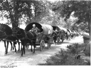 Bundesarchiv_Bild_183-W0402-500,_Flüchtlingstreck_in_Richtung_Deutschland