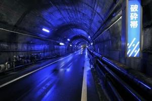 関電トンネル(破砕帯付近)
