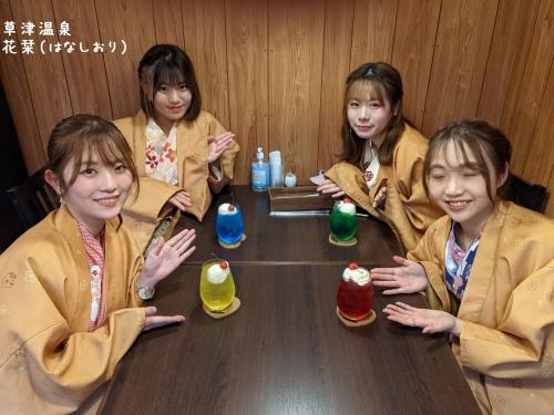 20210329草津温泉カフェ花栞(はなしおり)クリームソーダとお客様
