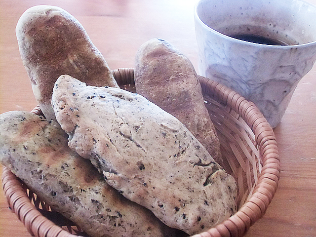 素朴なパンよ