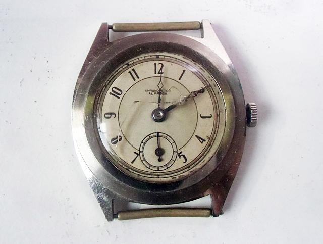 1-ガラス割れの古い時計