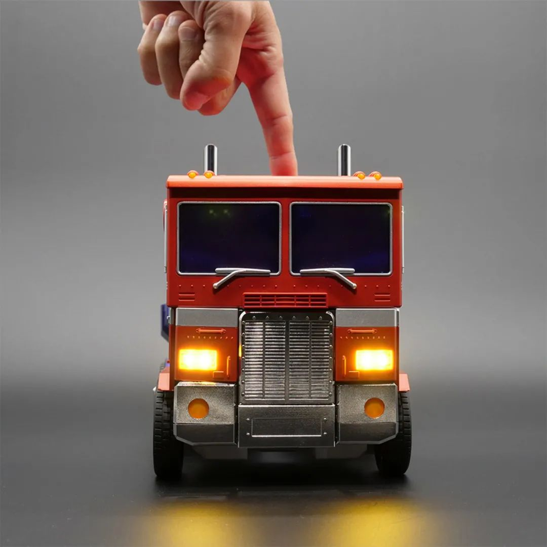 Robosen_Transformers_Optimus_Prime_Auto_Converting_003.jpeg