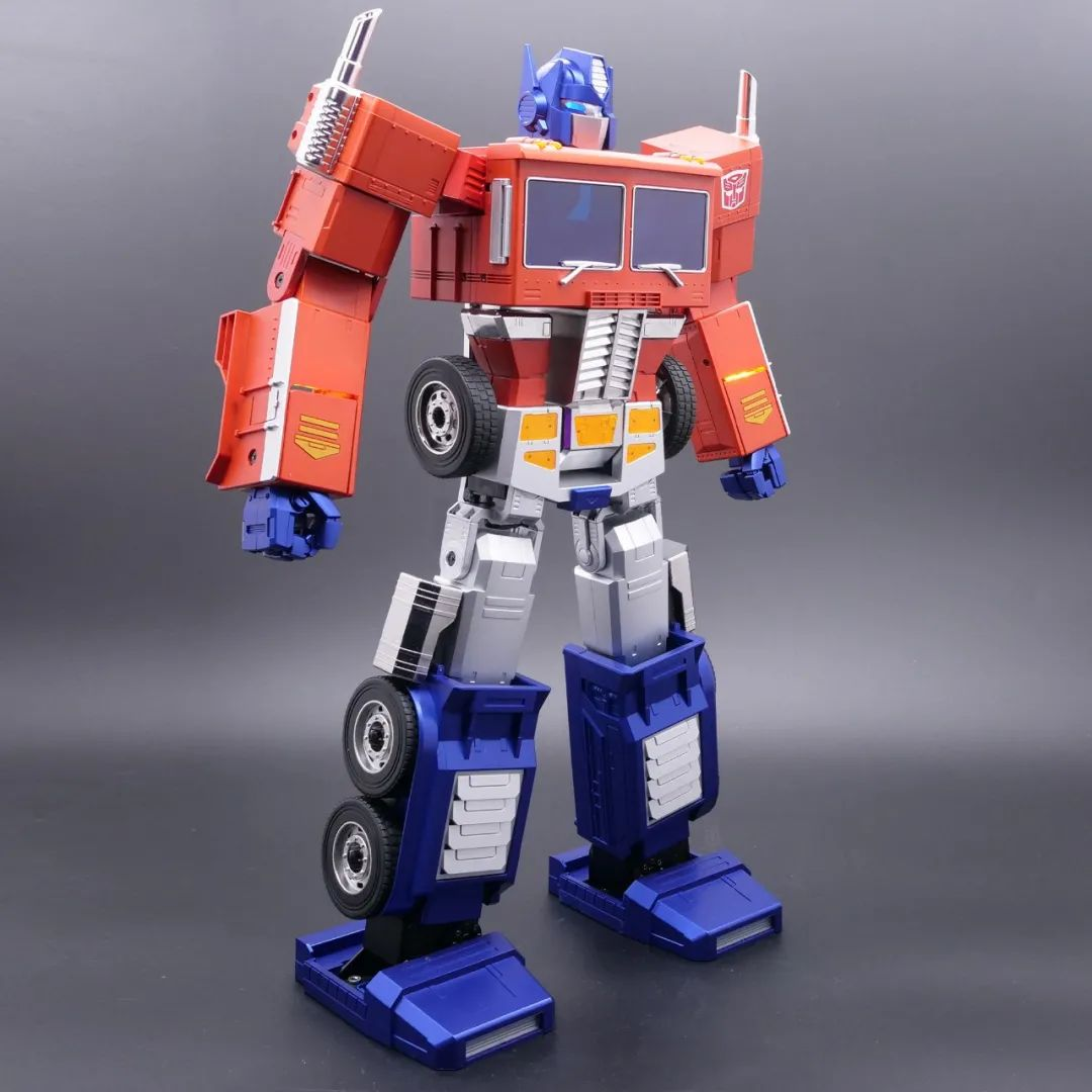 Robosen_Transformers_Optimus_Prime_Auto_Converting_006.jpeg