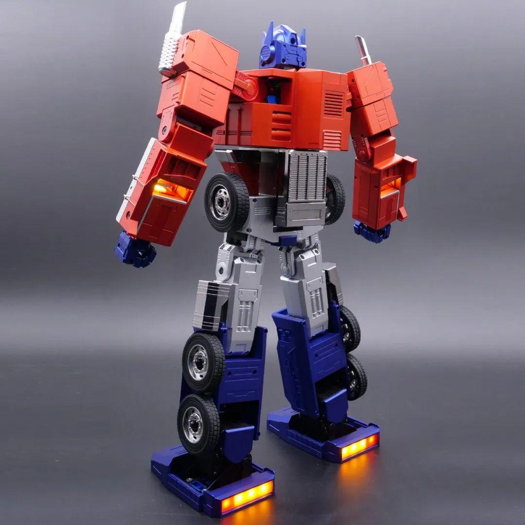 Robosen_Transformers_Optimus_Prime_Auto_Converting_010.jpeg