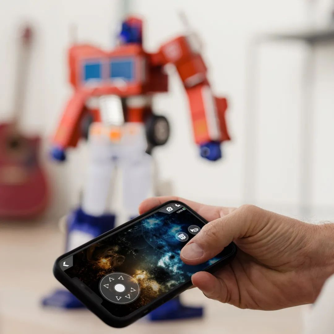 Robosen_Transformers_Optimus_Prime_Auto_Converting_014.jpeg