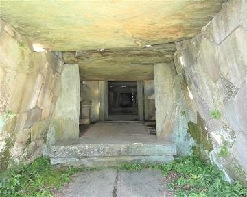 10-5八幡山古墳石室内部 -