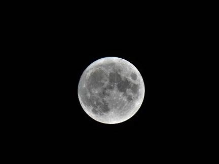 「満月12時間前の月