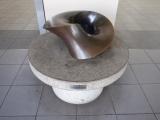 横浜市営地下鉄仲町台駅 半分に削り取られた太い輪