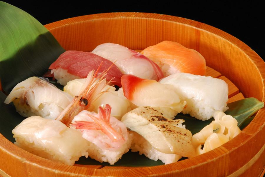 桶の中の握り寿司