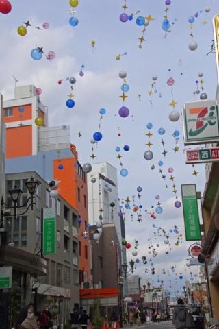 小田原市お堀端通りのバルーンアート