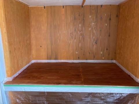 押入れ机化の塗装作業