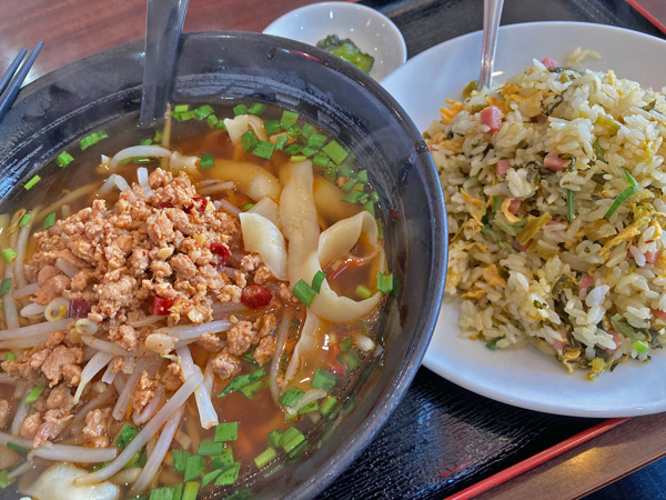 鴻翔の台湾刀削麺+高菜炒飯