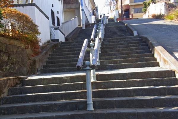 小田原高校へ行く百段坂