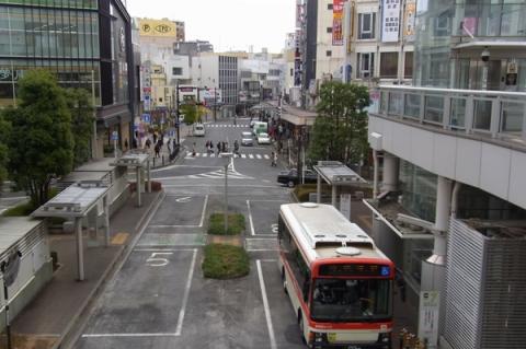 小田原駅前から南側を望む