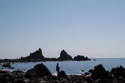 三ツ石海岸の釣り人