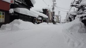 増田蔵町通りバス停蔵の駅前