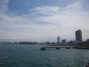 玉藻防波堤から見た高松市街