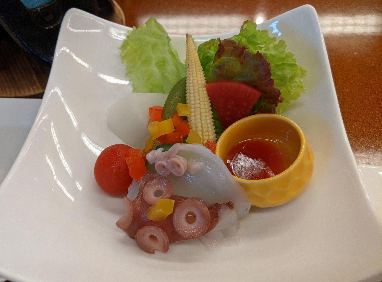 PXL_20210703_090643378下風呂産水ダコのサラダ 野菜いろいろ 自家製梅ドレッシング