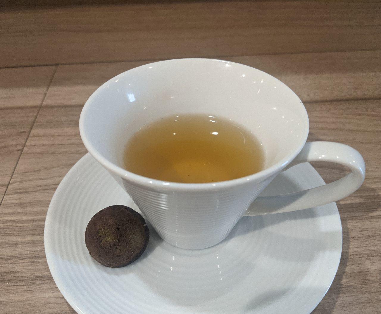 PXL_20210711_051605189ヴェルベェーヌのハーブティー、抹茶フィナンシェ