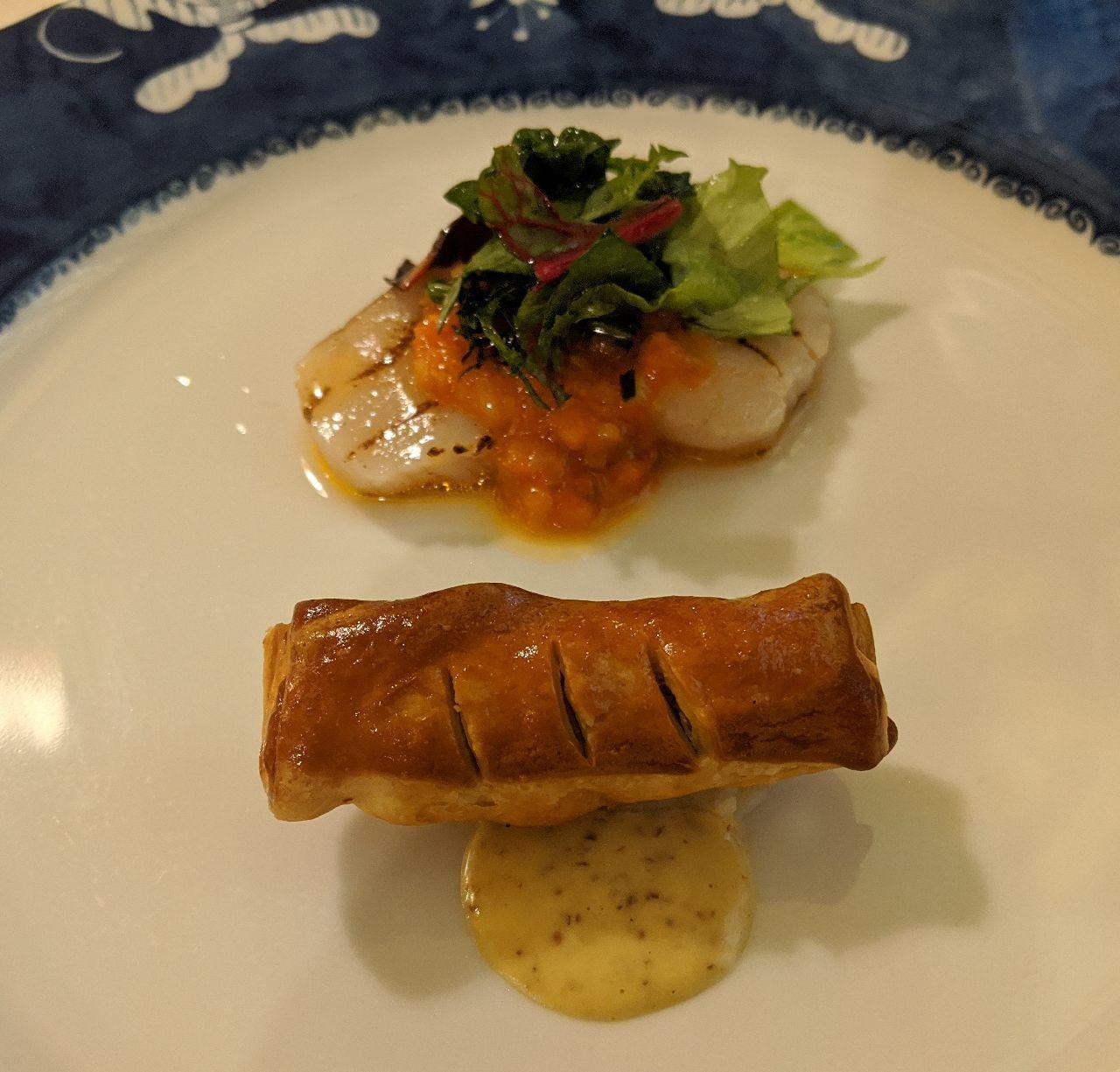 MVIMG_20200530_184229帆立貝の網焼き、ラタトゥイユ風ソース、ツブ貝の小さなパイ包み焼き、粒マスタード風味