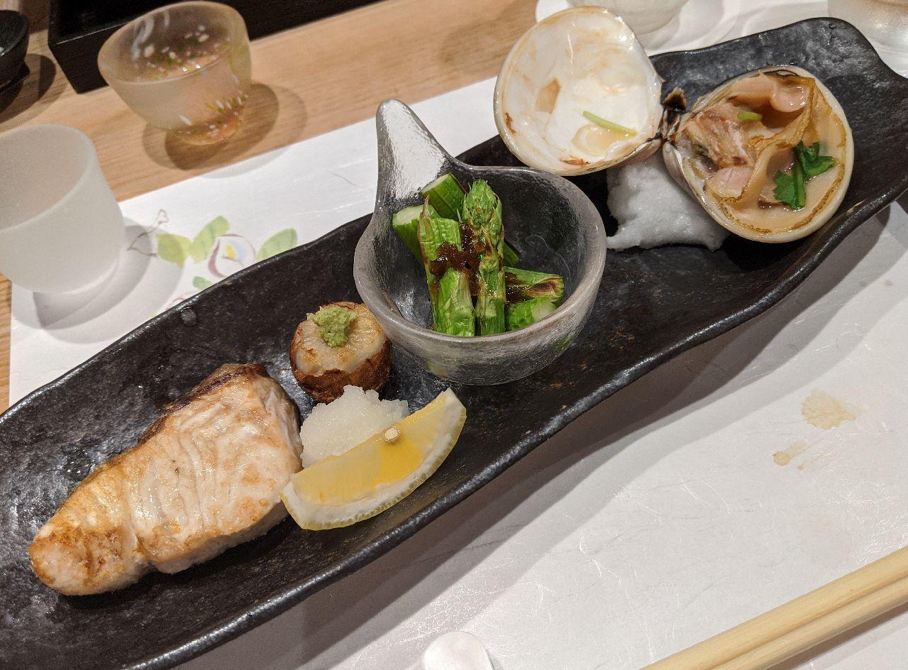 MVIMG_20200605_181050焼魚(天然カンパチ、石川小芋、アスパラ、千葉産ハマグリ)