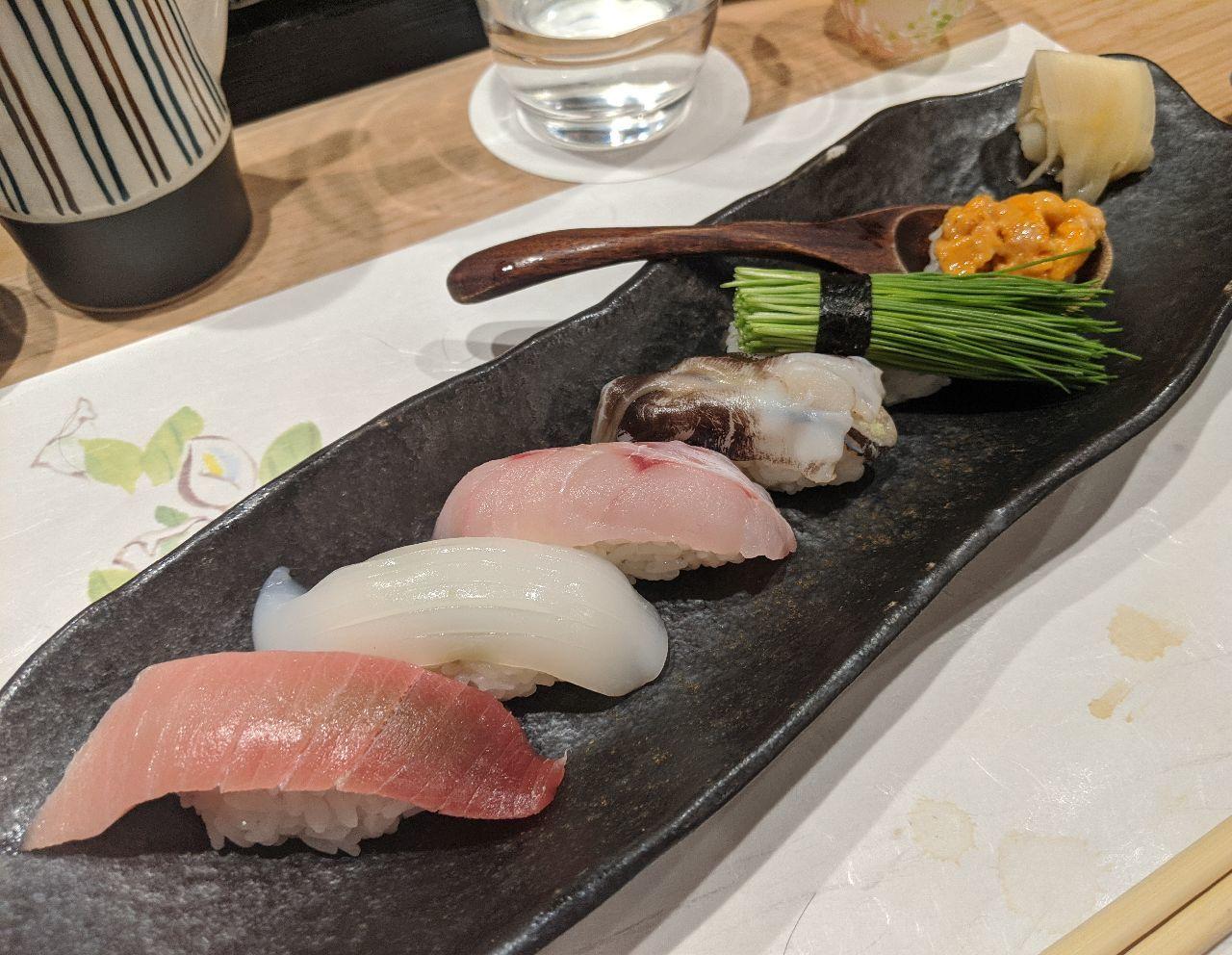 MVIMG_20200605_193152寿司(中トロ、アカイカ、アカムツ、生トリ貝、芽ネギ、バフンウニ)