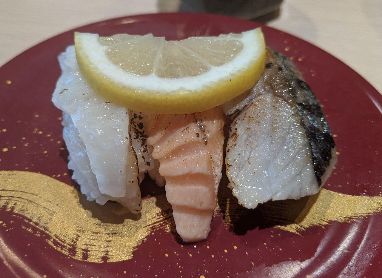 MVIMG_20200823_144833炙り魚三点盛(とろサーモン、自家製〆さば、えんがわ)