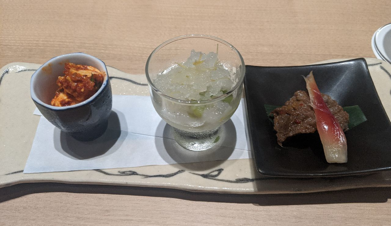 PXL_20210517_091713096前菜三種盛り合わせ(しぐれ煮、そら豆蜜煮、チーズキムチ)