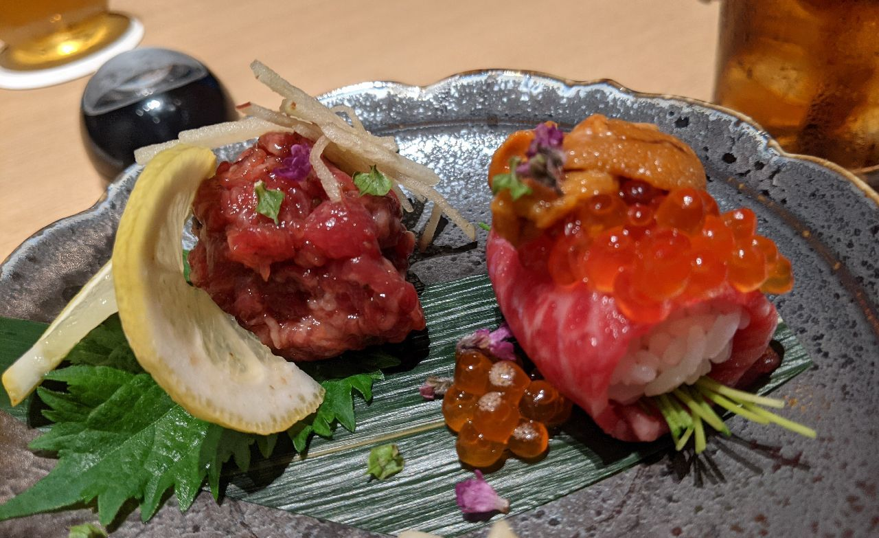 PXL_20210517_094314439生肉二種盛り合わせ(シビレユッケ、赤身にぎり)