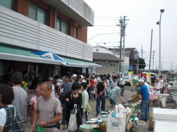 葉山朝市1.JPG