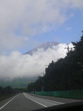夏旅行2日目03(車の中から見た富士山).JPG