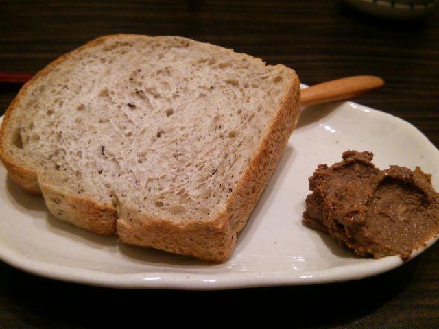 はしば04(黒ゴマのパン レバーパテ).JPG