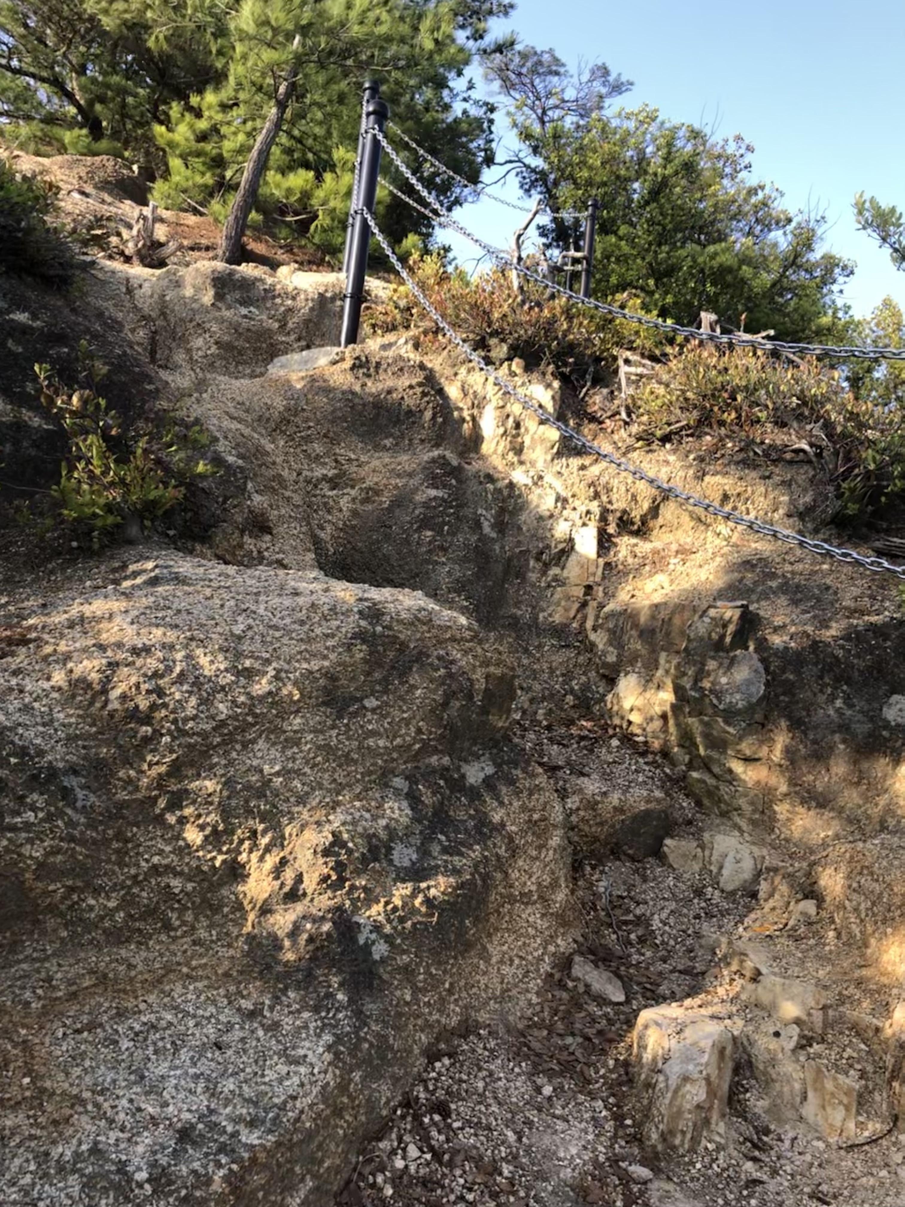 小豆島 重岩 参道 入り口 絶景&グルメツーリング 険しい 岩場