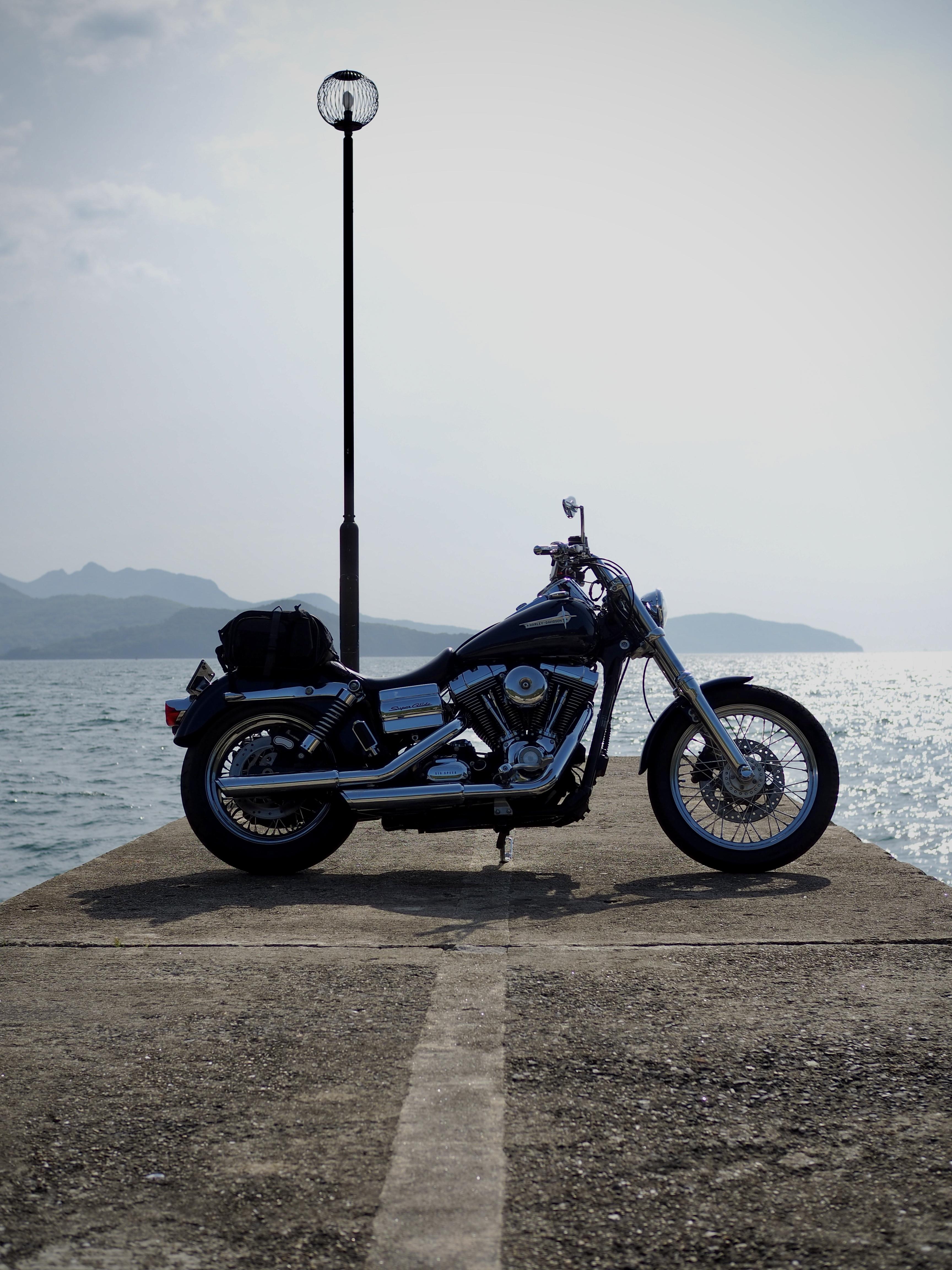 小豆島ツーリング 絶景とグルメ ハーレー 旅 一人 瀬戸内海 防波堤