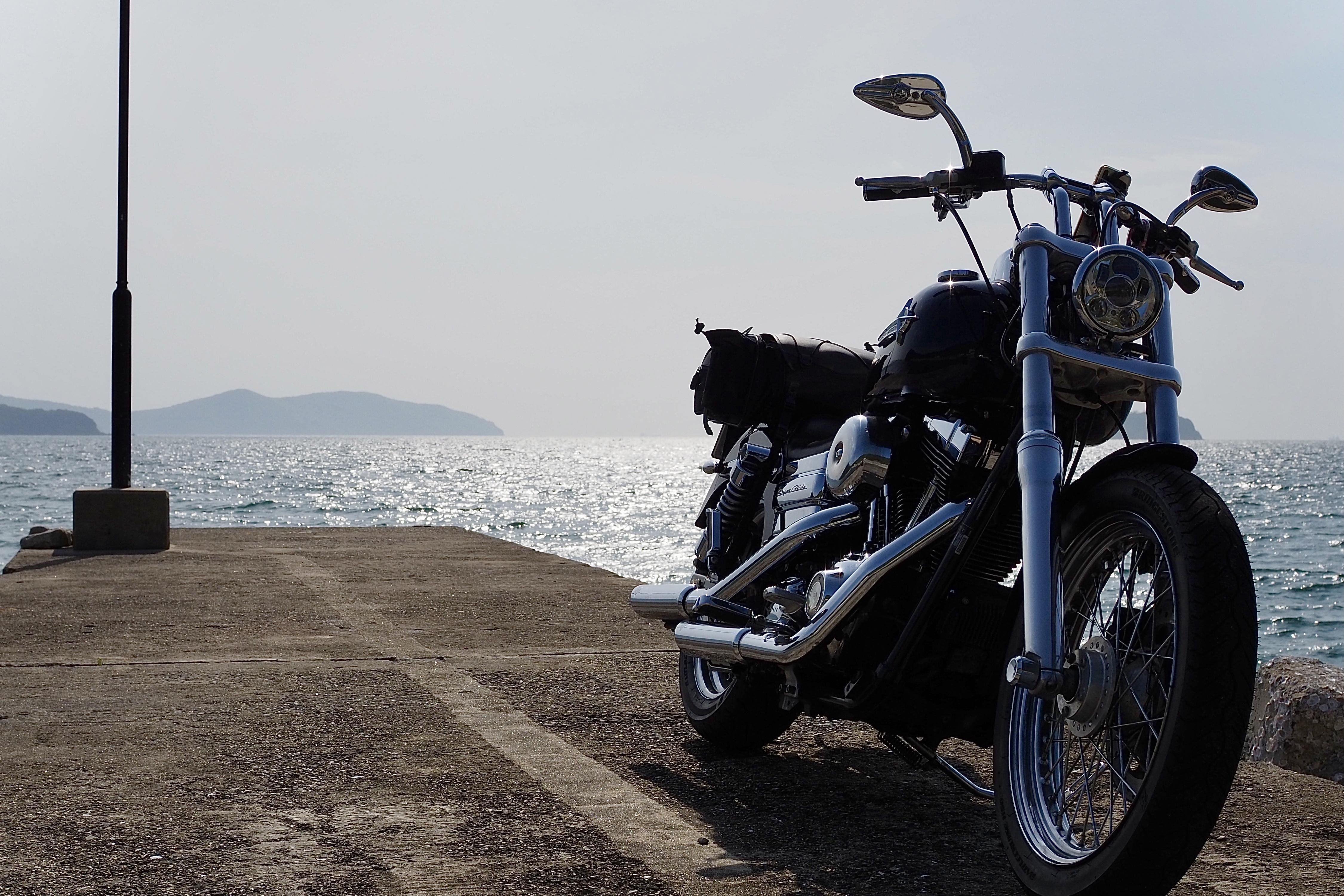 小豆島ツーリング 絶景とグルメ ハーレー 旅 一人 瀬戸内海 防波堤 絶景