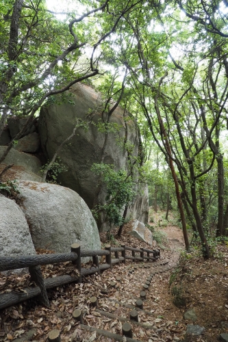 小豆島 絶景&グルメツーリング 天狗岩 周辺の石 亀裂 穴