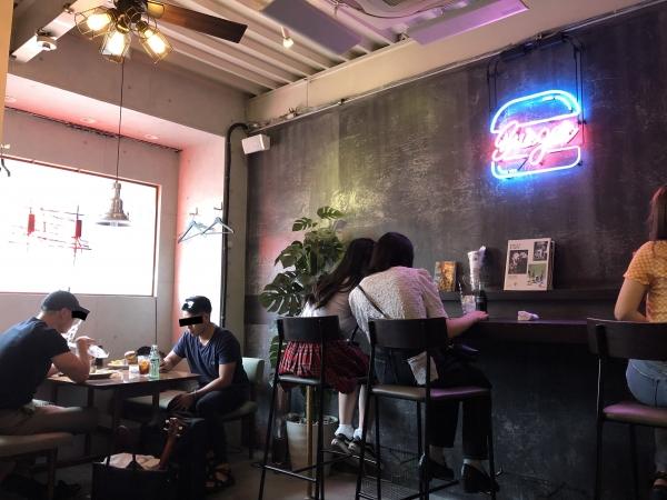 バーガーツーリング 大阪 北区 リッチバーガー 店内 アメリカン