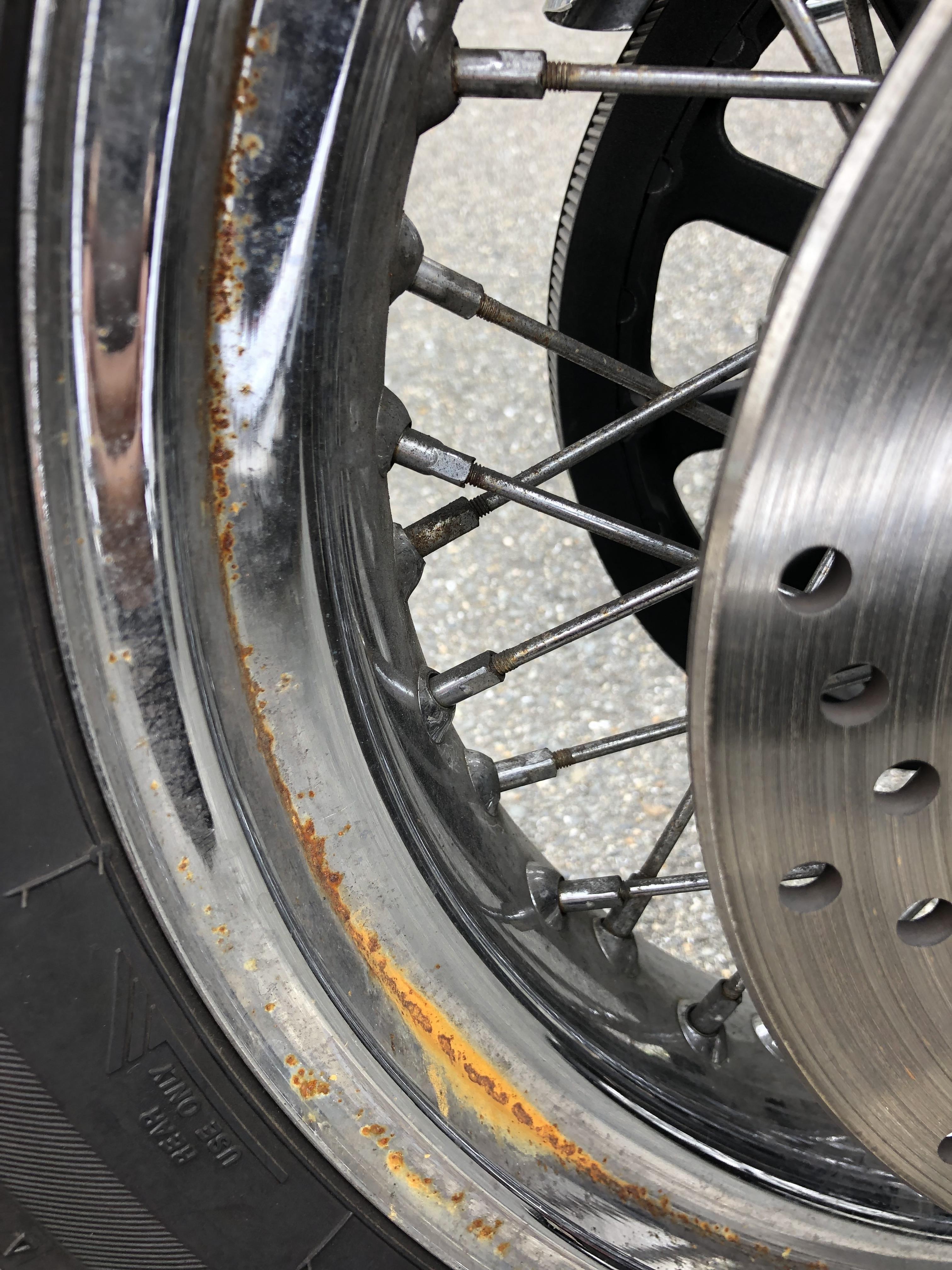 バイク リアタイヤ 簡単ジャッキアップ メンテナンス デイトナ イージーリフトアップスタンド 後輪 スポークホイール 錆 サビ