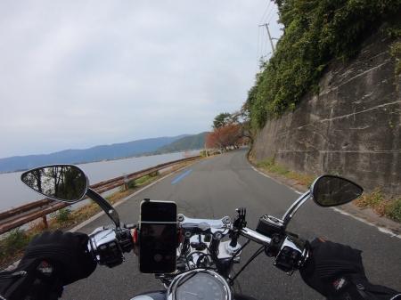 ぴーきちハーレーブログ 滋賀県 奥琵琶湖キャンプツーリング 琵琶湖沿いの道