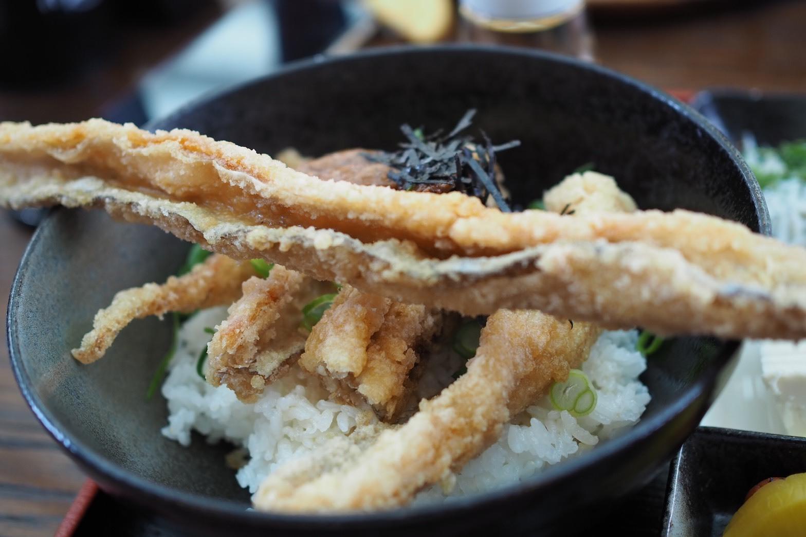和歌山 有田市 テラスカフェライスフィールド 太刀魚のからあげ丼 唐揚げ 和歌山グルメ 美味い デカい 長い