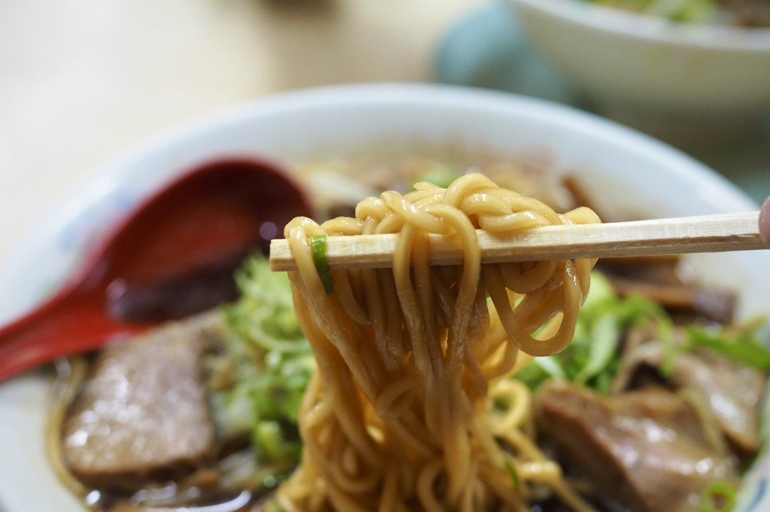 ぴーきちハーレーブログ 京都ナイトツーリンング 親爺 ラーメン 醤油ラーメン ブラック 麺