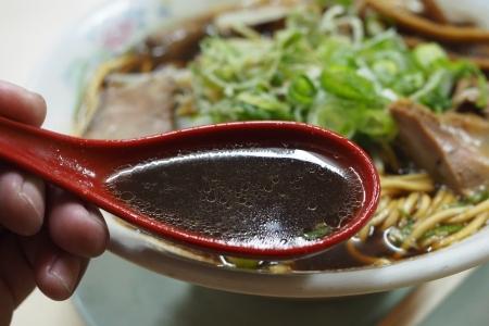ぴーきちハーレーブログ 京都ナイトツーリンング 親爺 ラーメン 醤油ラーメン ブラック スープ