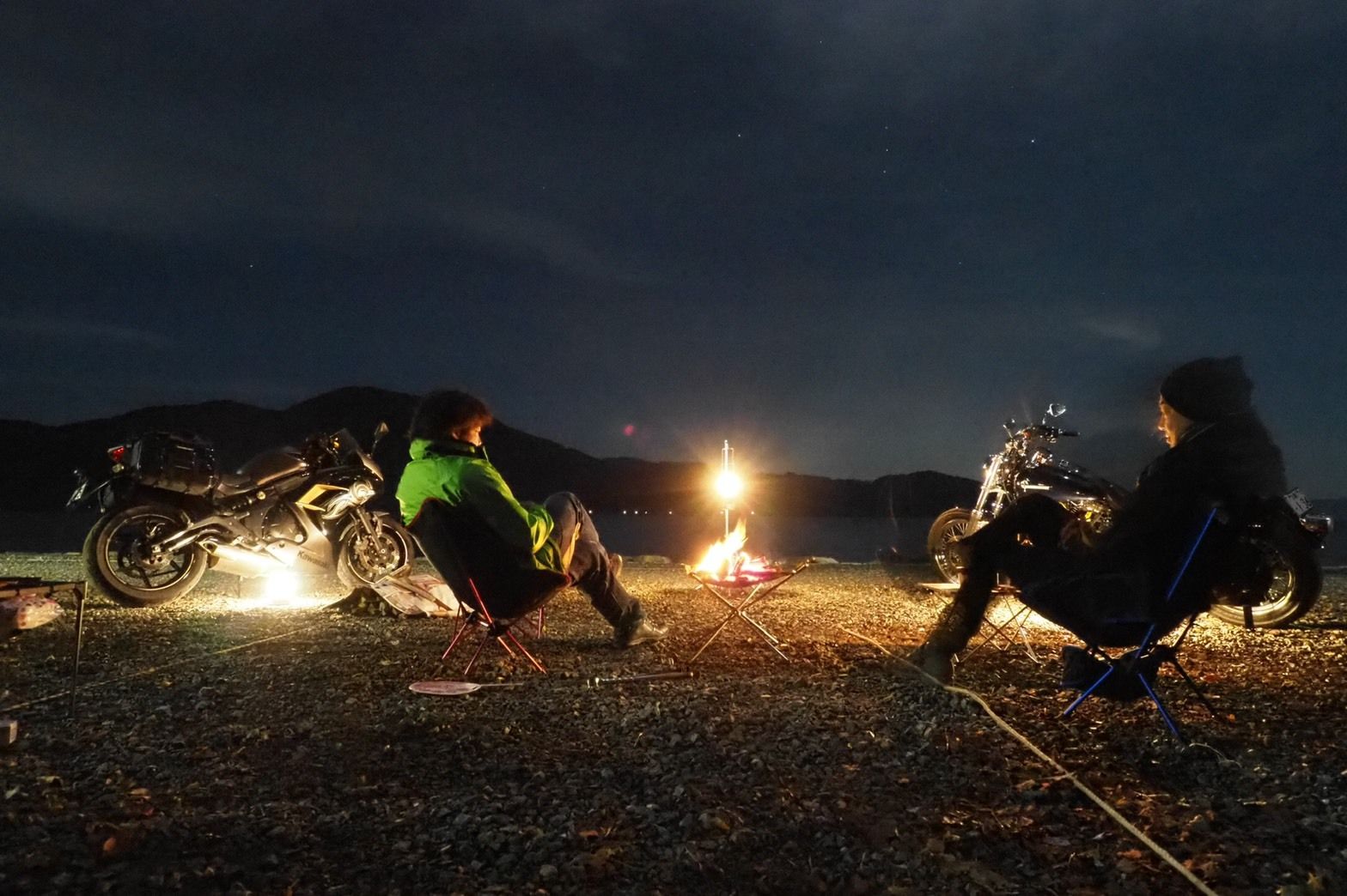 ぴきーちハーレーブログ 奥琵琶湖キャンプツーリング 二本松キャンプ場 キャンプ 夜更け ウィスキー 焚き火