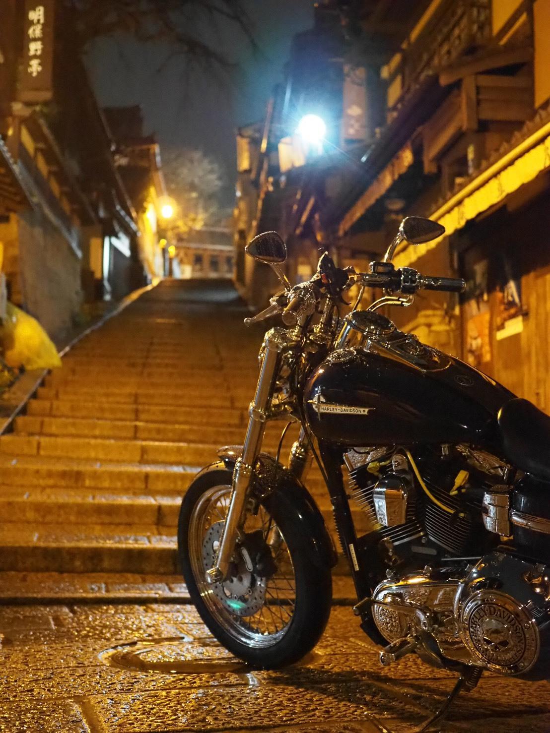 ぴーきちハーレーブログ 京都ナイトツーリング 三年坂 産寧坂 夜景 階段 雨