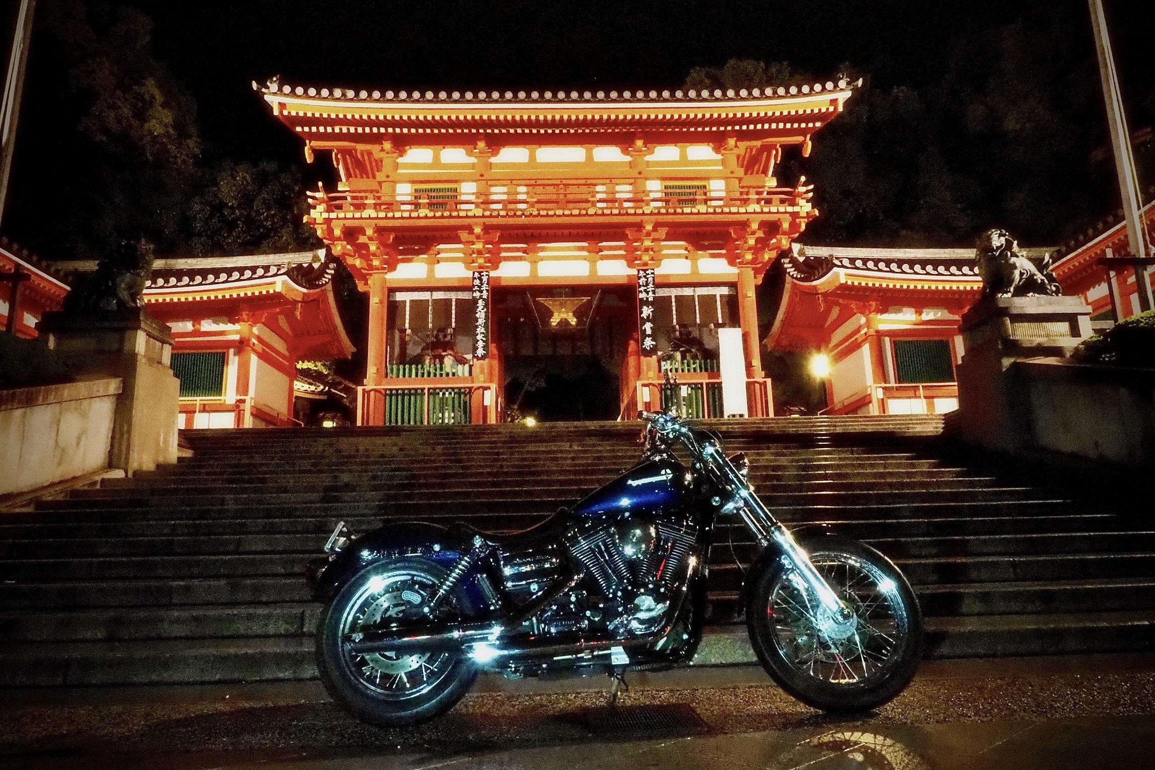 ぴーきちハーレーブログ 京都ナイトツーリング 八坂神社 夜 雨の京都