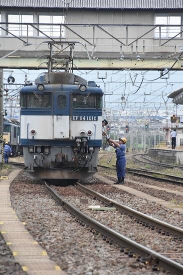 2020年10月3日撮影 南松本にて西線貨物8084レ機回し 誘導員さん無線機返却