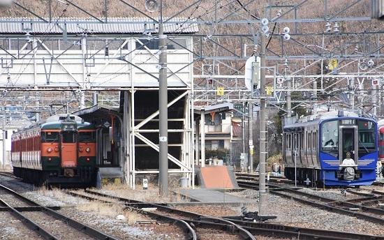 2021年3月7日撮影 しなの鉄道 1628M 115系湘南色5両編成 戸倉駅にて
